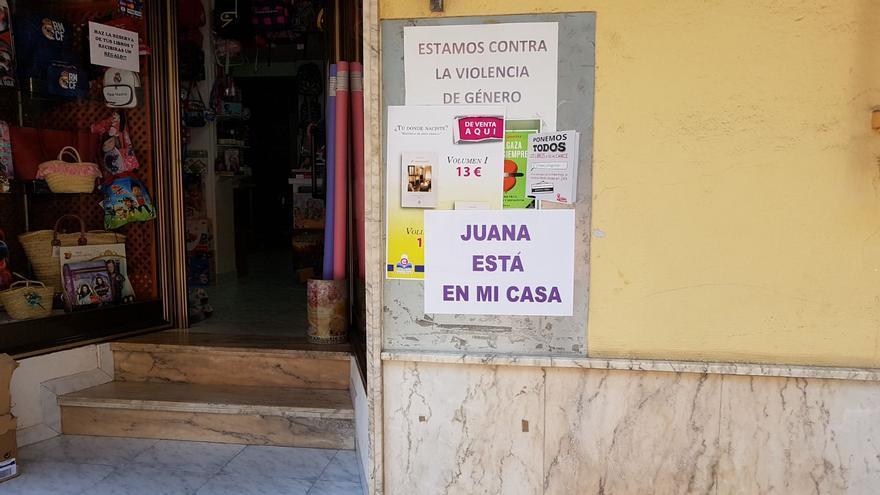 Carteles en apoyo de Juana colocados por el municipio