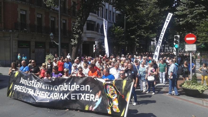 Cientos de personas piden en Bilbao la amnistia para los presos y huidos de ETA
