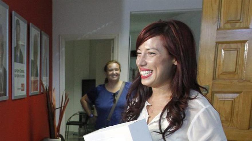 Patricia Hernández presenta avales para optar a las primarias del PSOE canario. (Efe)