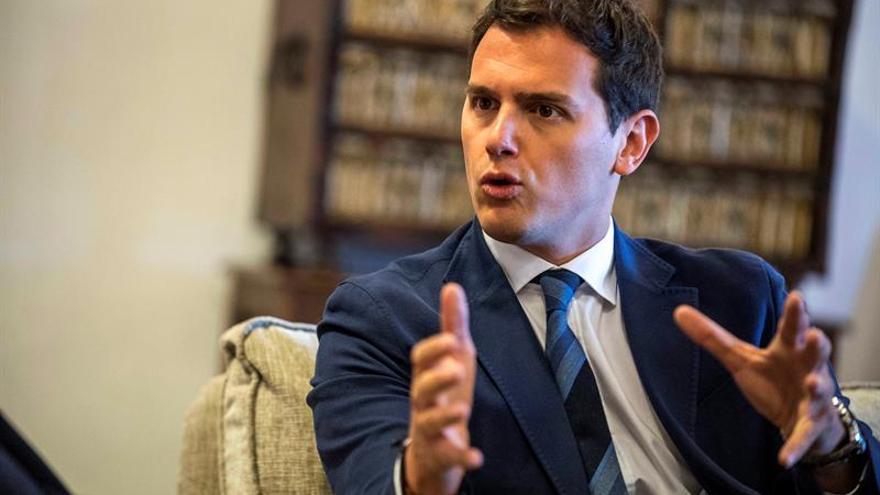 Rivera celebra la salida del Gobierno de Murcia de un imputado por corrupción
