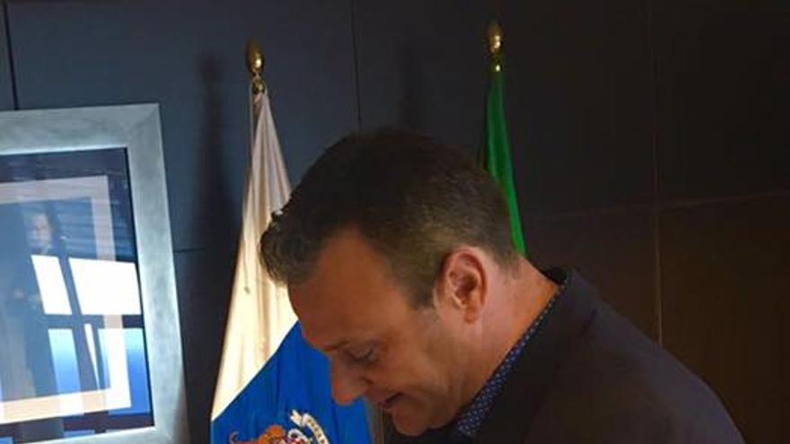 Fernando Rodríguez, nuevo concejal del PP en Breña Baja, en el acto de toma de posición del cargo.