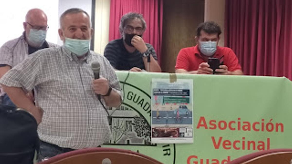 Debate organizado en la sede de la asociación de vecinos