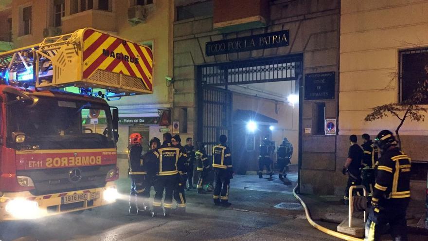 Bomberos en la entrada al acuertelamiento   AYUNTAMIENTO DE MADRID