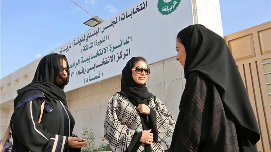 Escasa afluencia en las elecciones saudíes saudíes, primeras para las mujeres