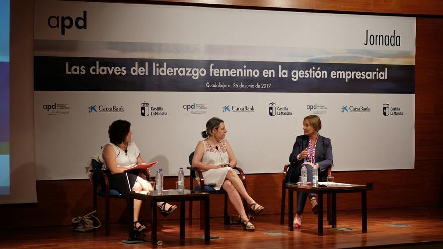 De izquierda a derecha, Marisol Oliva (APD), Araceli Martínez, directora del Instituto de la Mujer de CLM y María Jesús Catalá, directora de Caixabank en Castilla-La Mancha, en la presentación del acto en Guadalajara
