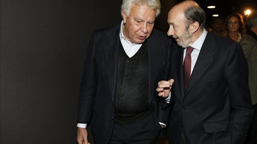 González y Zapatero se vuelcan con Rubalcaba en la conferencia política del PSOE
