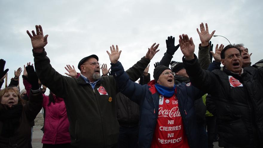 Protesta de trabajadores ante la fábrica de Coca Cola en Fuenlabrada. FOTO: Alejandro Navarro