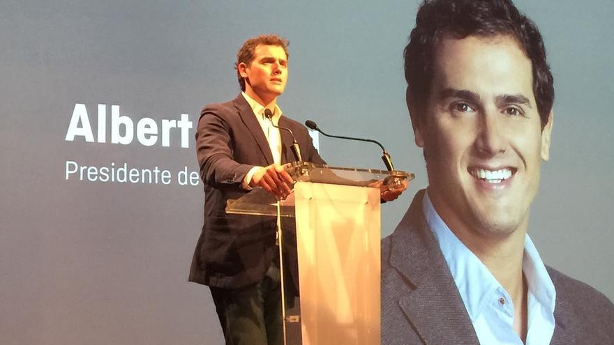 """Rivera pide al PSOE que la marcha de Chaves y Griñán conste """"por escrito"""""""
