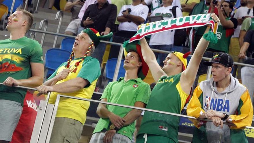 Aficionados en la sede de Gran Canria del Mundobasket 2014. Efe.