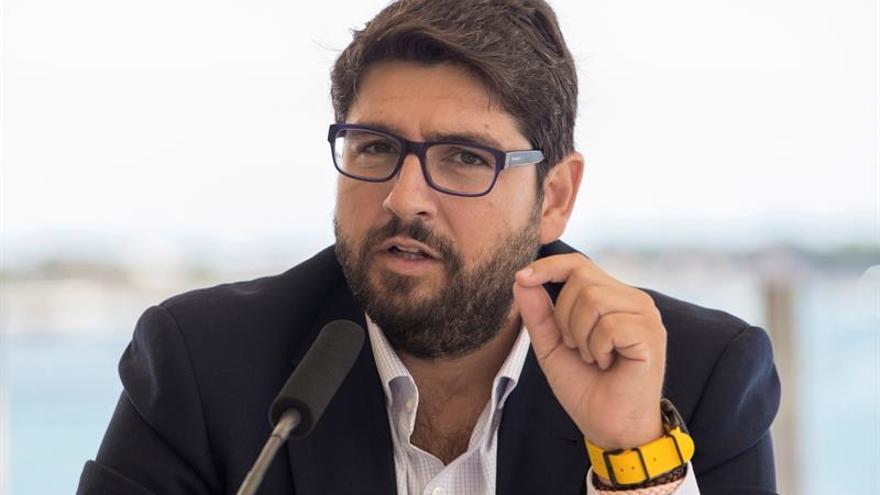"""El presidente de Murcia considera un """"golpe de Estado"""" la ley del referéndum"""