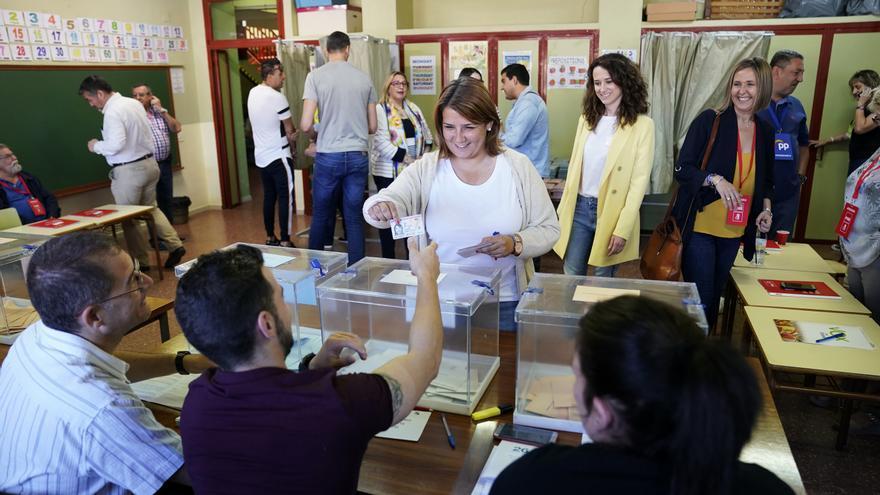 Tita García Élez votando