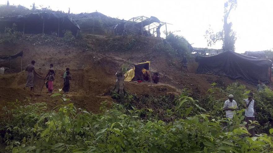 Bangladesh devuelve a Birmania a 2.000 rohinyás refugiados en una isla