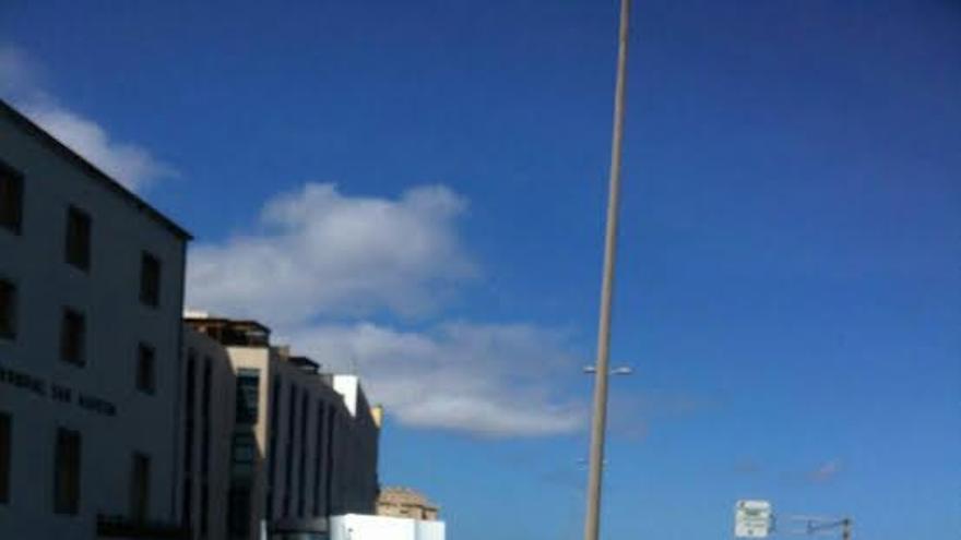 Accidente en la Avenida Marítima de Las Palmas de Gran Canaria. (TWITTER POLICÍA LOCAL)