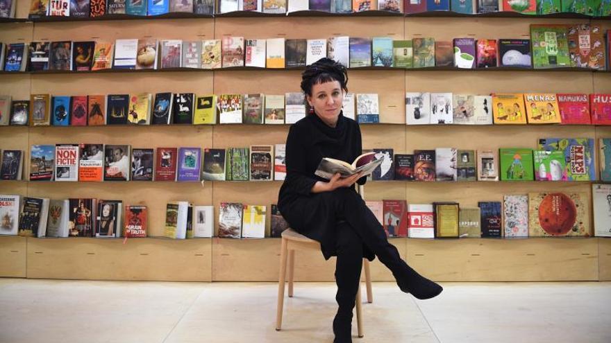 La escritora polaca Olga Tokarczuk: de limpiadora a ganadora del Nobel