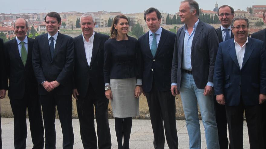 """Cospedal avisa a los 'barones' del PP que """"no es negociable"""" apoyar al Gobierno de Rajoy y pide unidad"""