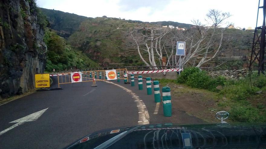 Carretera cerrada en La Palma.