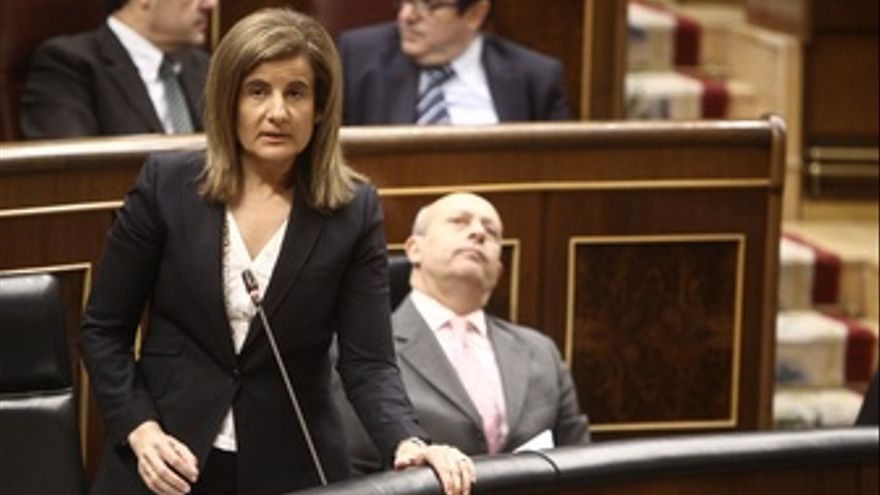 Ministra De Empleo Y Seguridad Social, Fátima Báñez, En El Congreso