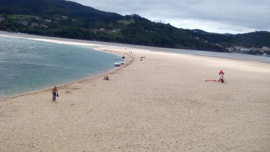 Ibarrangelu (Bizkaia) prohíbe tomar el sol de manera estática y continuada en las playas de Laga y Laida
