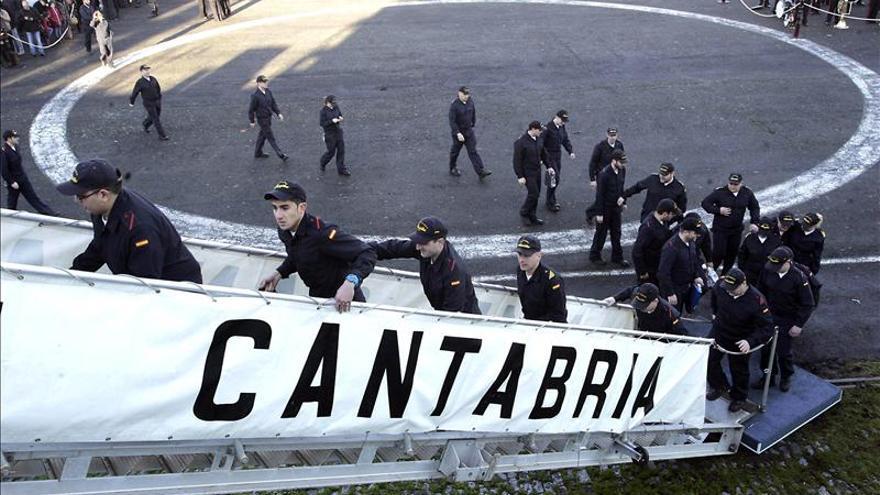 """El buque """"Cantabria"""" promociona la industria española de defensa en Indonesia"""