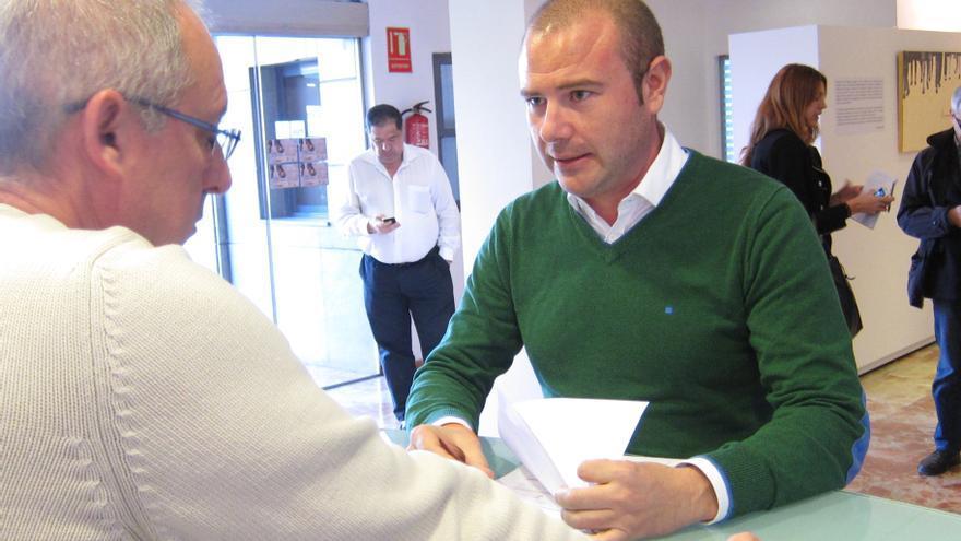Gaspar registra su candidatura para las primarias del PSPV y pide que Puig deje de lado su cargo durante el proceso