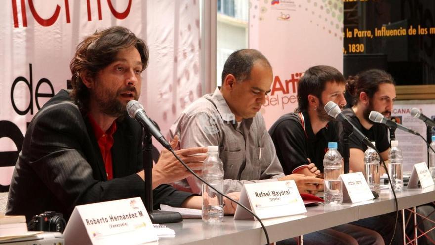 Rafael Mayoral, primero por la izquierda