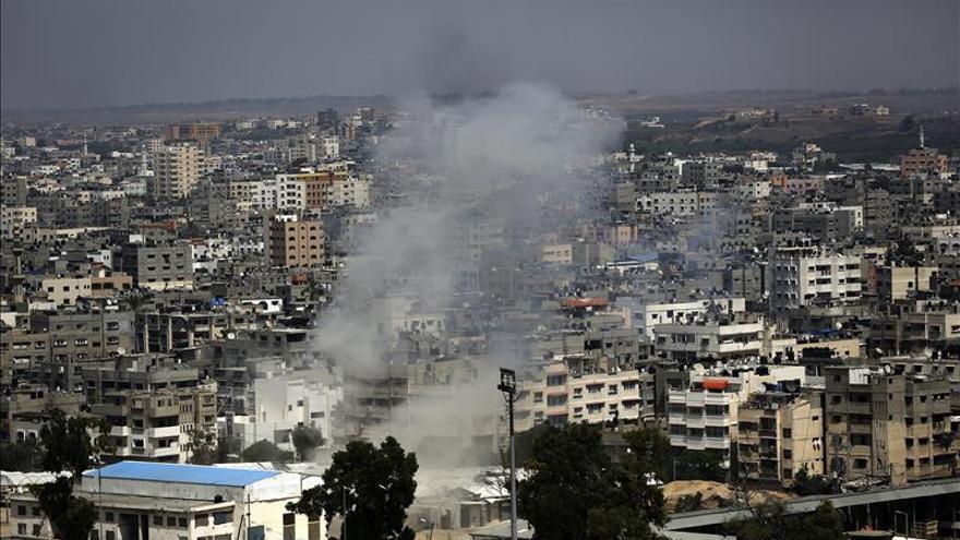 Diecisiete muertos y más de 100 heridos en el bombardeo de un mercado de Gaza