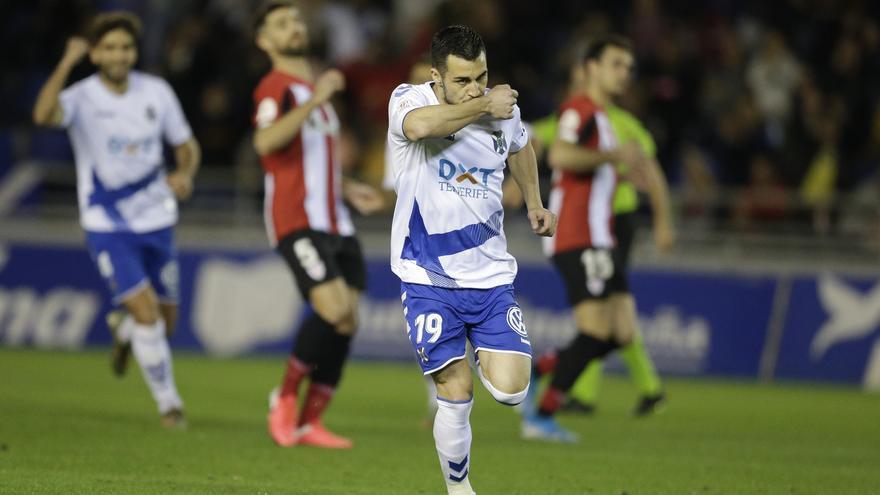 Joselu celebra uno de sus tantos frente al Athletic