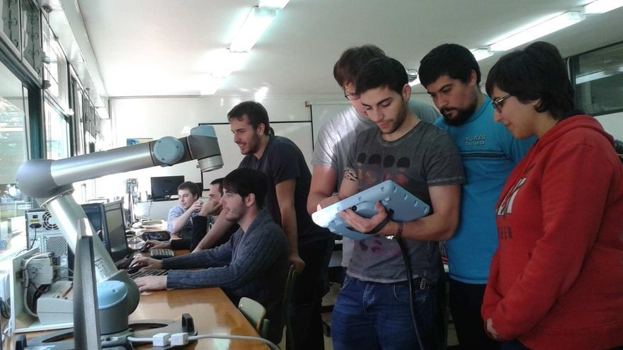 El Centro ETI de Tudela cuenta en sus aulas con el primer robot colaborativo instalado en un centro de FP de España