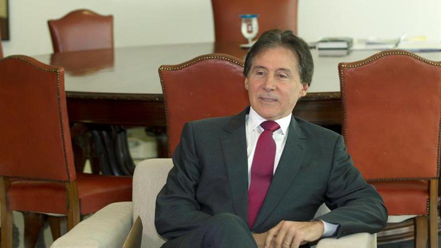 Hospitalizan al presidente del Senado brasileño tras sufrir un desmayo