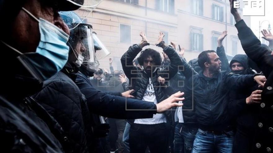 Varios heridos en choques entre manifestantes y policía en el norte de Italia