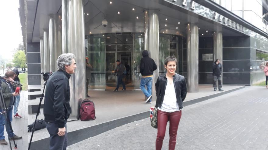 Patxi Nicolau y Marta Macho, en las puertas del Palacio de Justicia