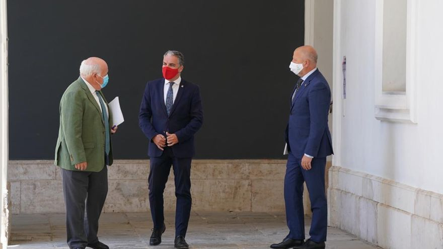 Los consejeros de Salud, Javier Aguirre, Elías Bendodo y Javier Imbroda, tras el Consejo de Gobierno.