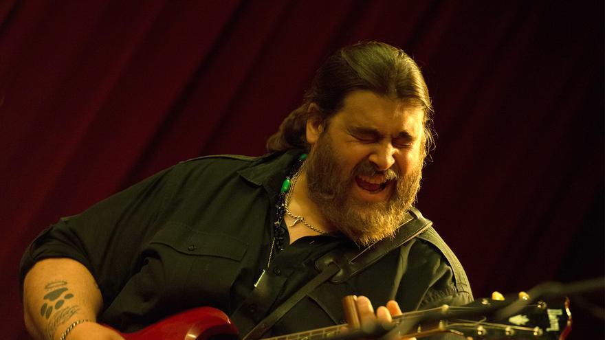 Nick Moss en concierto.