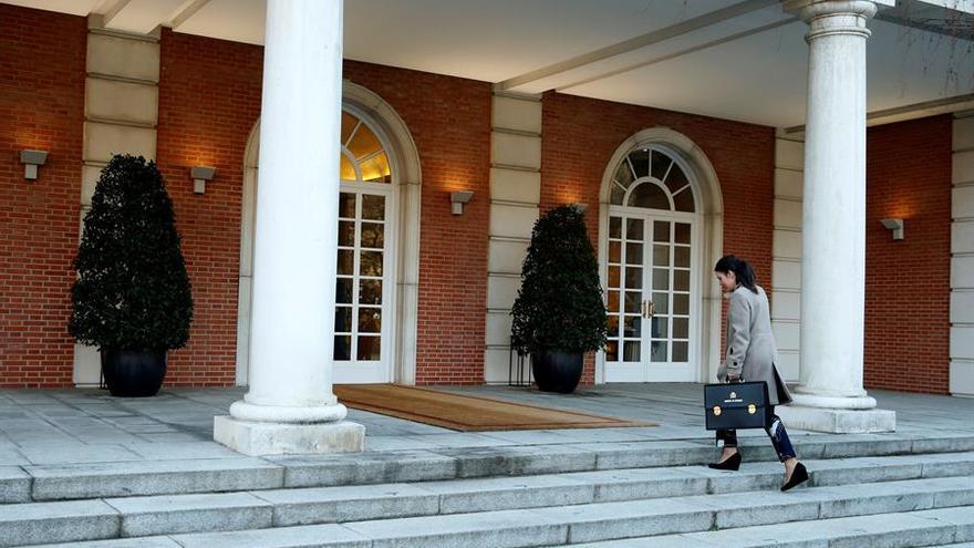 La ministra de Igualdad, Irene Montero a su llagada al palacio de la Moncloa para asistir al primer Consejo de Ministras. EFE/ Emilio Naranjo