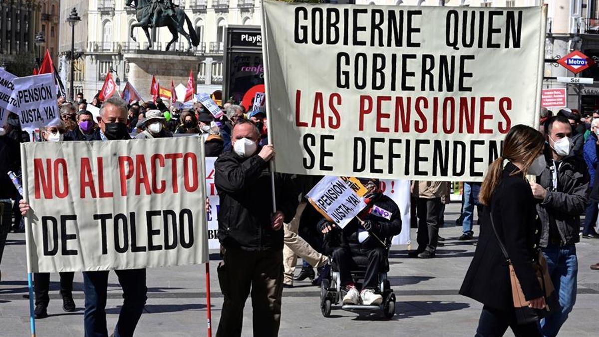 Manifestación convocada por la Coordinadora General de Pensionistas de Madrid en defensa del Sistema Público de Pensiones, este sábado, en la madrileña la Puerta del Sol.