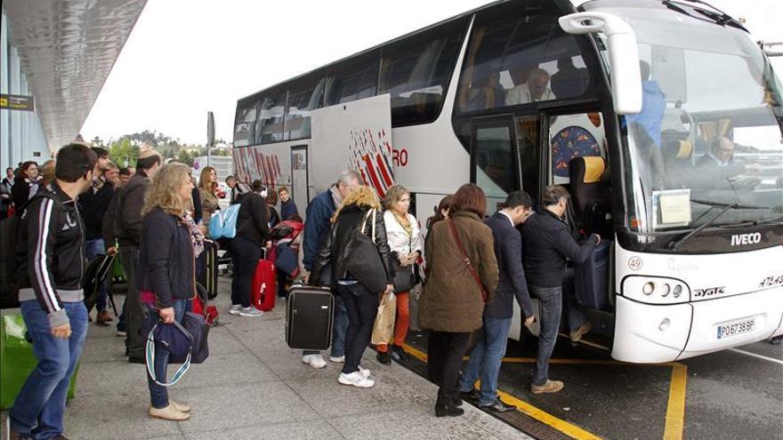 El aeropuerto de Vigo prevé operar esta tarde tras dos días sin actividad