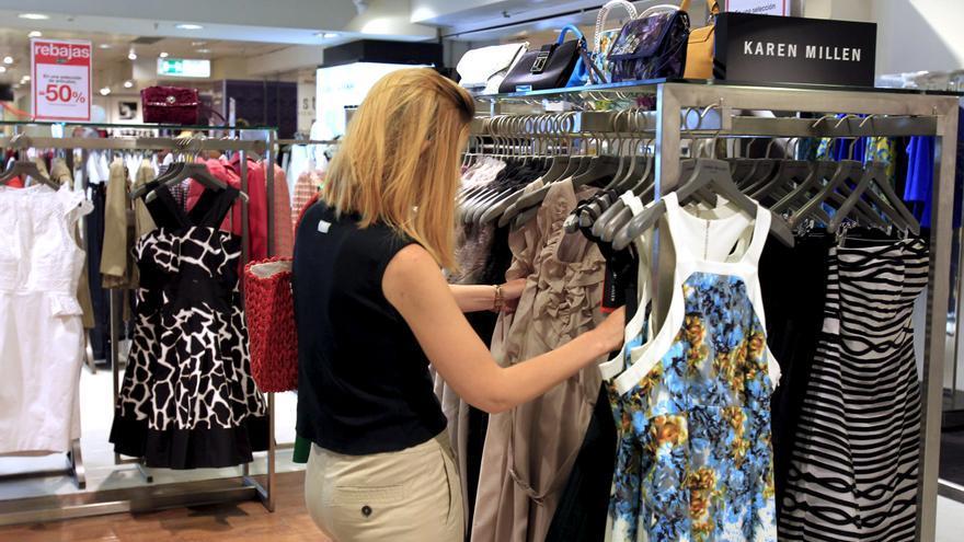 La venta de ropa caerá un 3,5 por ciento en 2012 por el menor consumo y los bajos precios