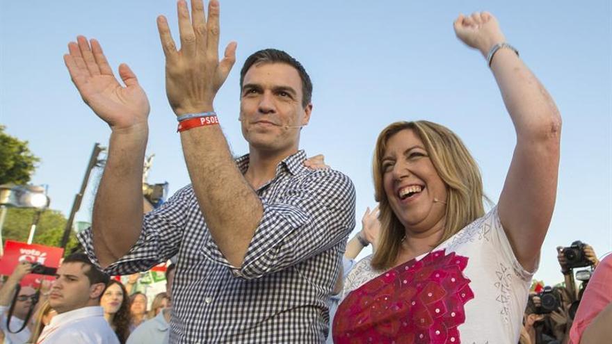 Pedro Sánchez y Susana Díaz en el acto de cierre de campaña en Sevilla