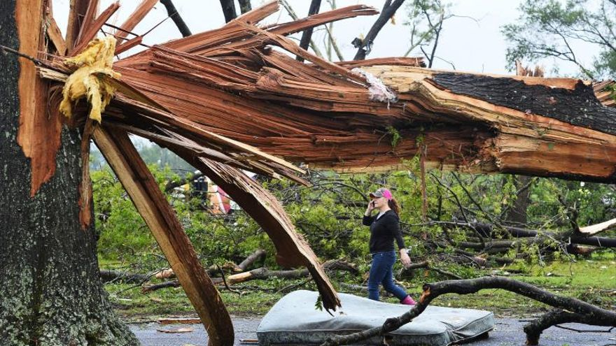 Un tornado causa graves daños en Estados Unidos a su paso por Texas