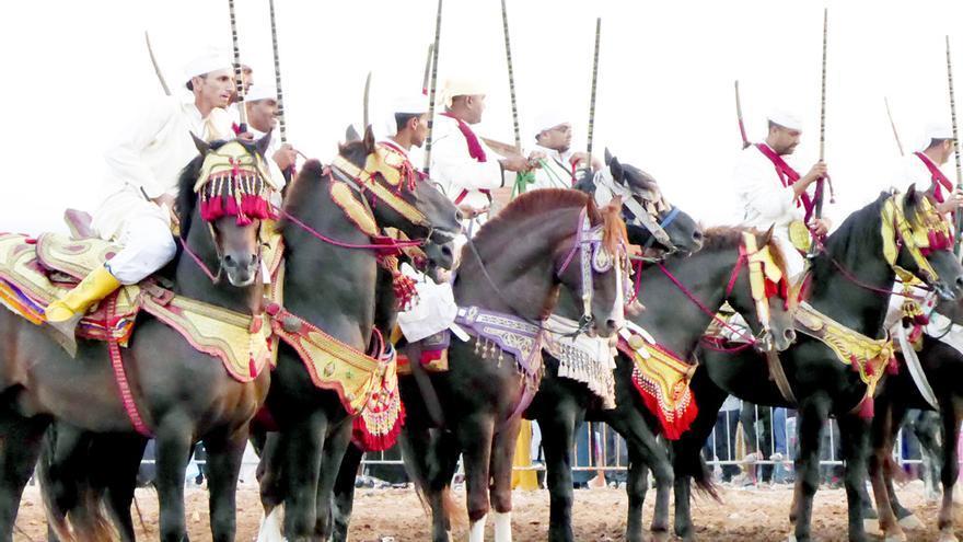 La Tbourida, o fiesta de fantasía equina, se sigue celebrando cada año en diversas partes del país, una tradición muy viva y celebrada por la población marroquí