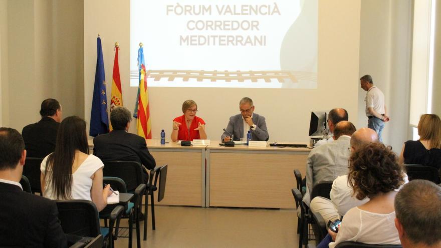 La consellera de Obras Públicas, María José Salvador, y el secretario autonómico, Josep Vicent Boira.