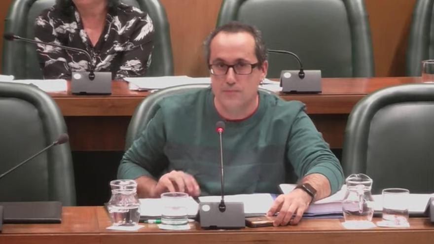 Alberto Cubero, concejal de ZEC, en la Comisión Plenaria de Hacienda de hoy.