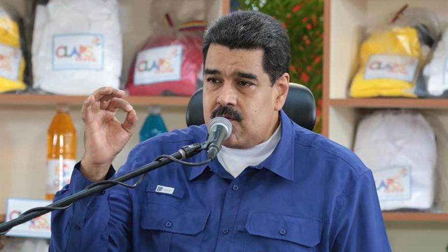 """Maduro dice que oposición y """"mafias colombianas"""" dirigen un """"golpe monetario"""""""