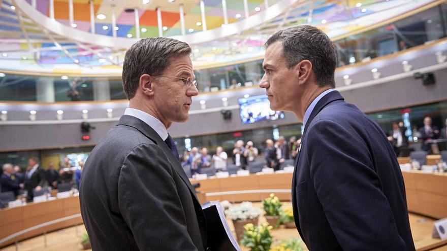 Mark Rutte y Pedro Sánchez durante una cumbre europea