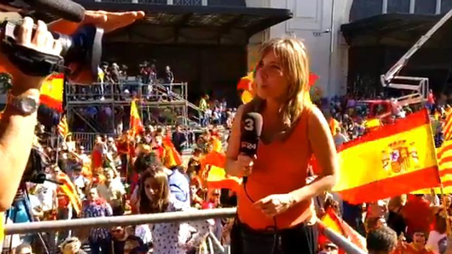 Una reportera de TV3, golpeada con una bandera española durante la manifestación en Barcelona