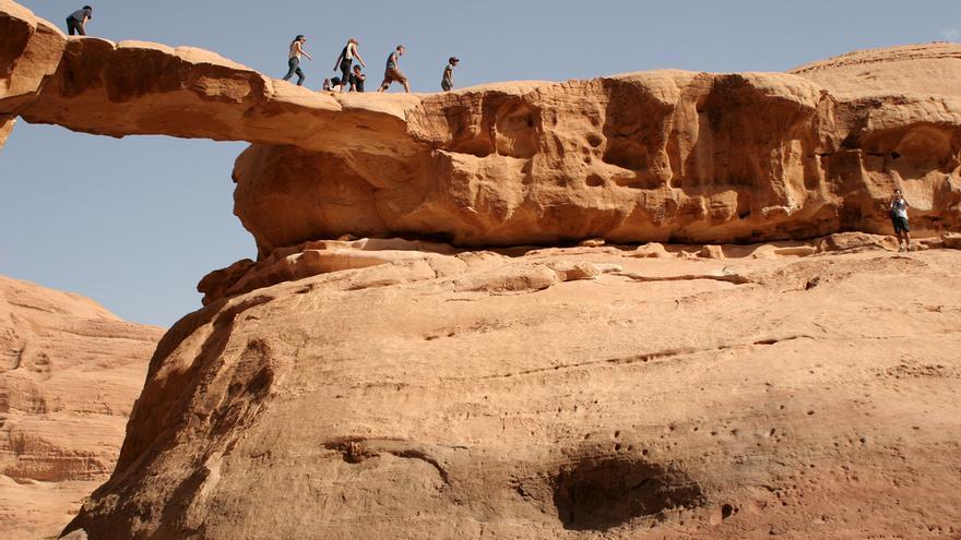 Uno de los muchos arcos de piedra del desierto de Wadi Rum. Ana Paula Hirama (CC)