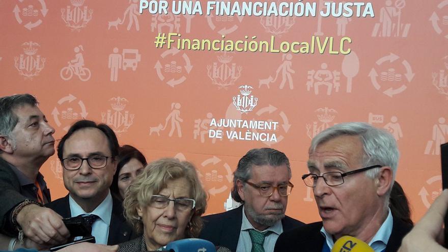 Joan Ribó y Manuela Carmena atienden a los medios