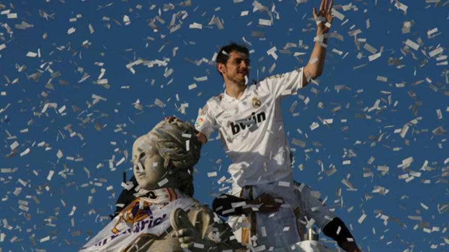Confetti de Interglobo durante una celebración del Real Madrid en la plaza de Cibeles (interglobo.net)