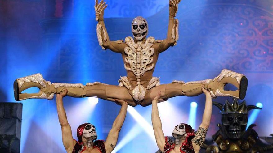 Drag Kiova, con la fantasía '¡¡¡Chacha, Fefa, estás en los huesos!!!'.