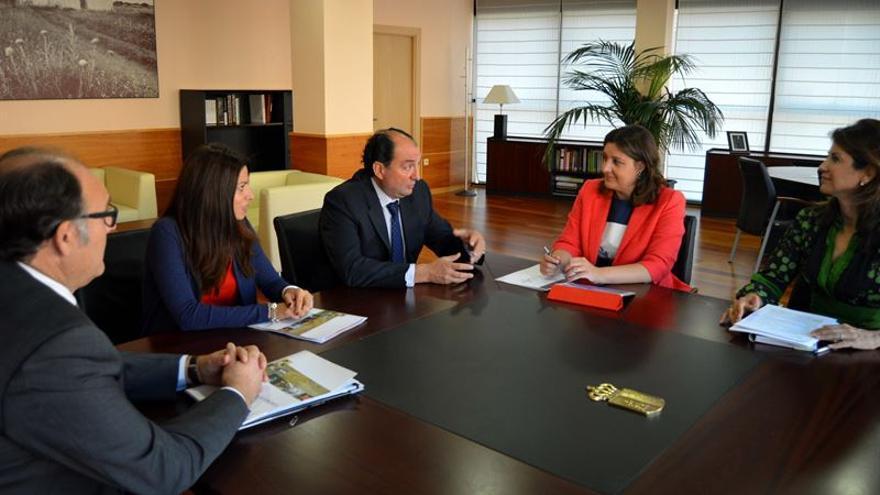 Reunión de la consejera de Economía con OPA Castilla-La Mancha / JCCM